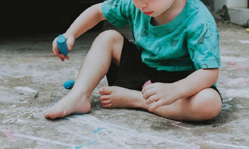 اختلال سازگاری در کودکان که موجب ترد شدن اون از سمت دیگران شود.