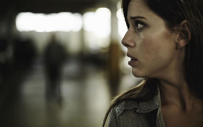 اضطراب، یکی از نتایج اختلال پارانوئید است.