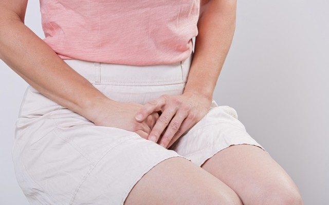 سوزش ادرار زنان یکی از بیماری های شایع در زنان