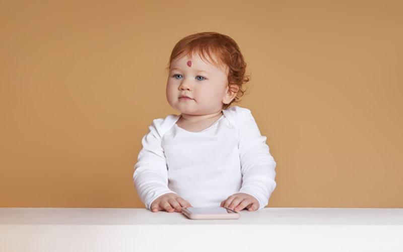 کودک مبتلا به ماه گرفتگی در پیشانی