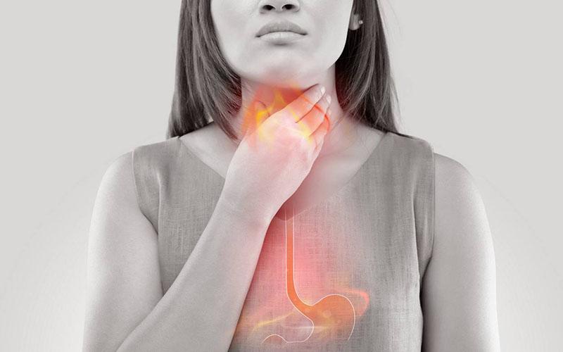 درد همراه با بلع یکی از نشانه های سوزش معده است.